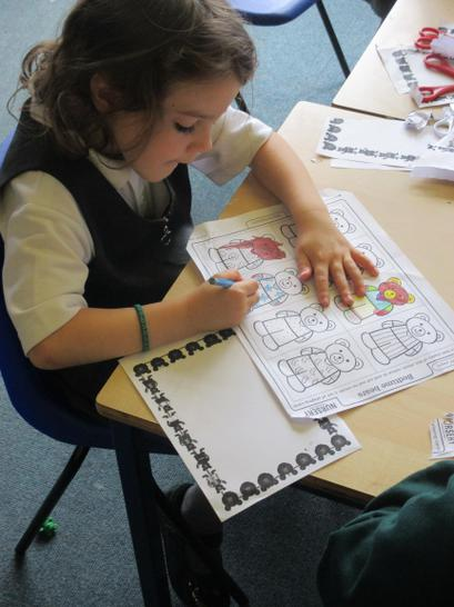 Colouring, cutting out & counting bears