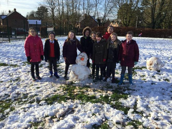 Mrs Hales and the Topaz Class bubble took advantage of the snow to build a super snowman!