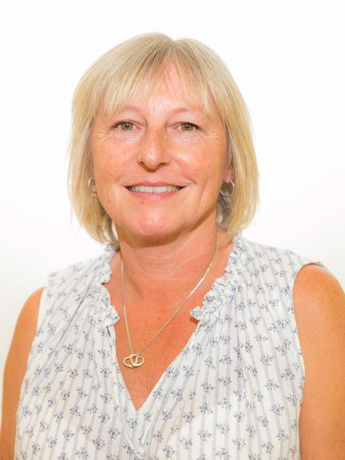 Mrs Julie Speer