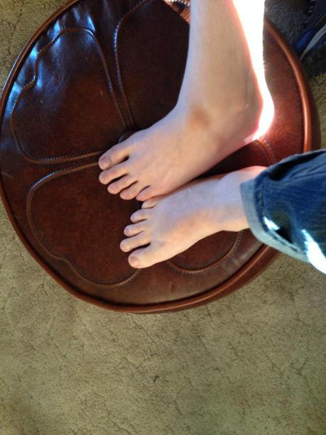 Who has the longest feet?