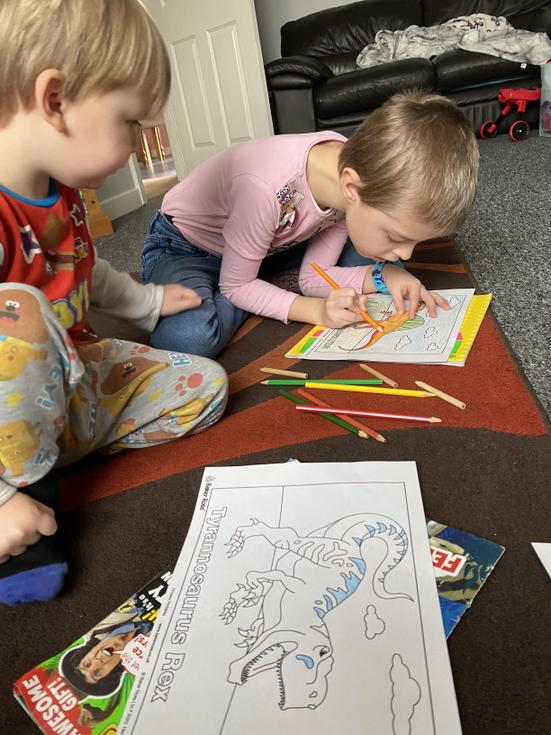 Colouring together