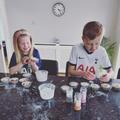 George and Poppy cake decorating