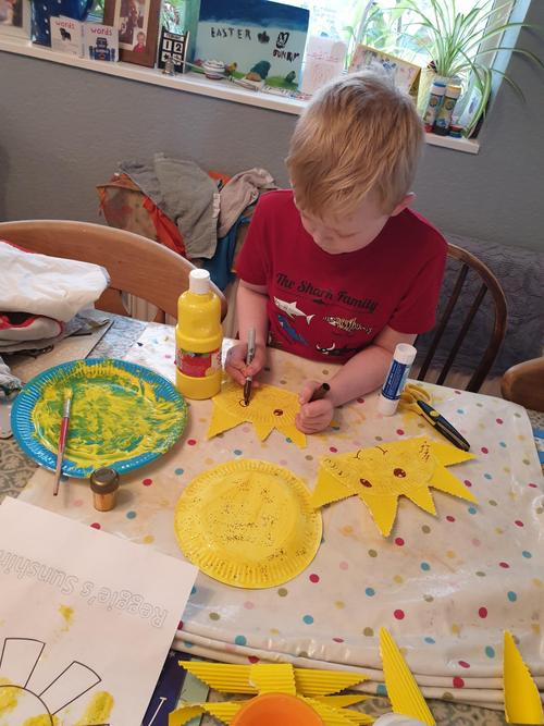 Art and craft, making suns.