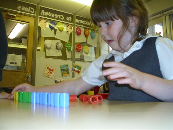 Using numicon pegs to touch count
