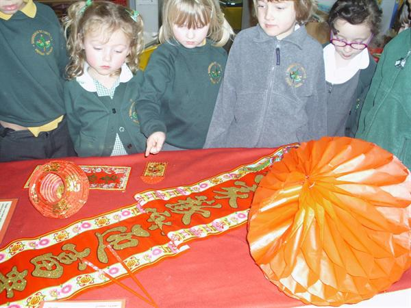 We had a look at some chinese decorations.