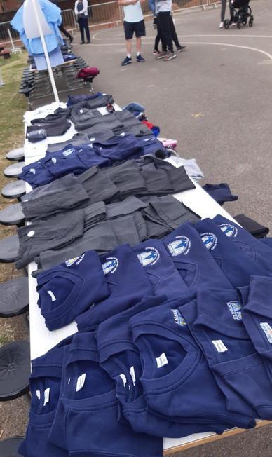 Uniform Sale (Merttens)