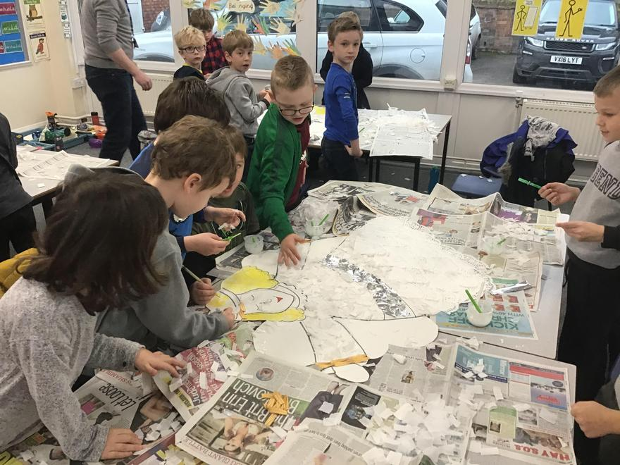 Kingfishers class busy completing their Christmas art