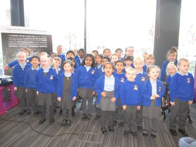 39 children sang Christmas songs.