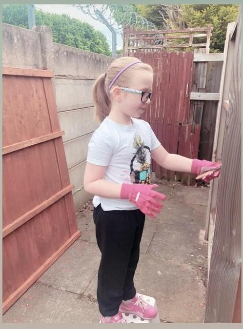 Chloe (Yr 3) enjoyed gardening and getting creative by painting the fence over Lockdown!