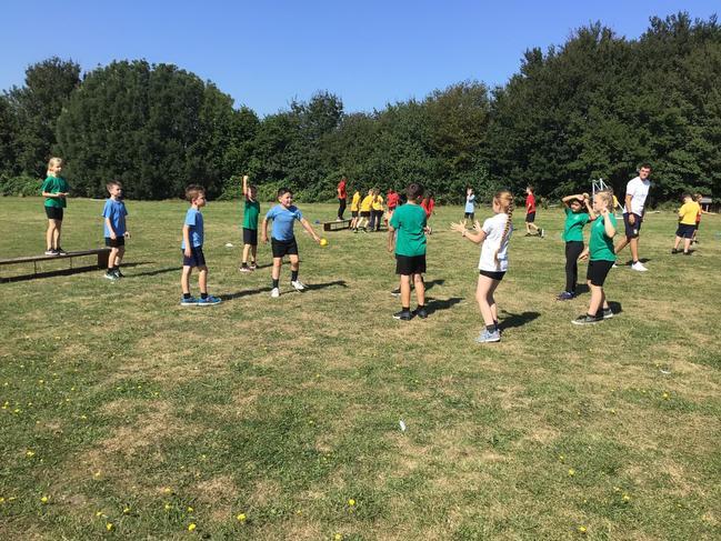Blue team vs Green in benchball