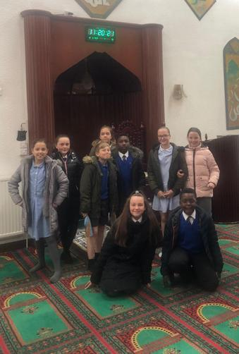 Y6 visited the Aisha Mosque & Islamic Centre