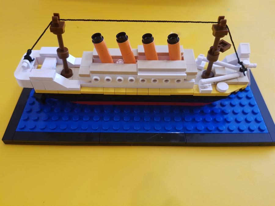 Titanic in Lego