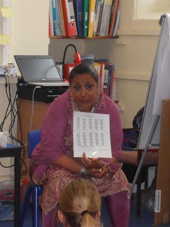 Daya teaching the children some Punjabi.