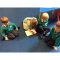 Listing the instruments we can hear in a piece of music