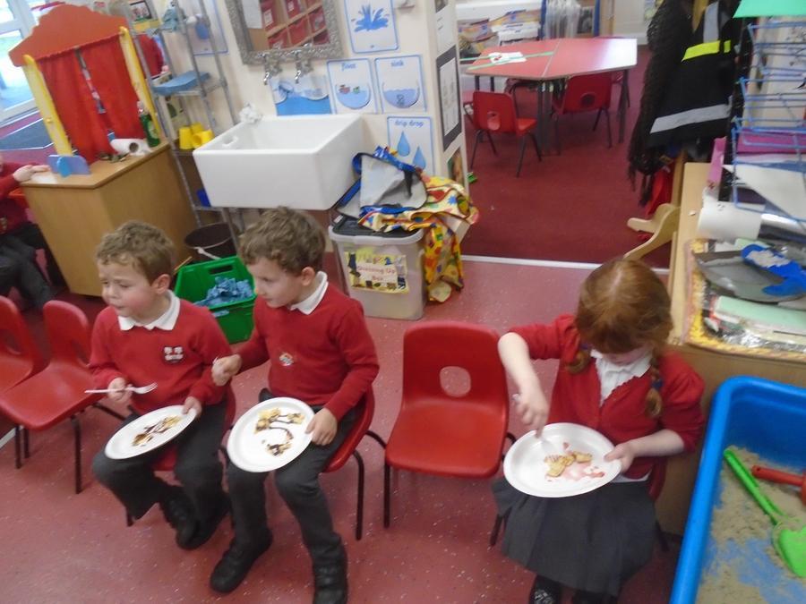 Choosing toppings and enjoying eating them