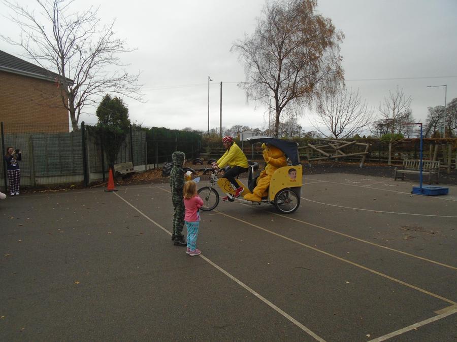 Pudsey arrives on a rickshaw