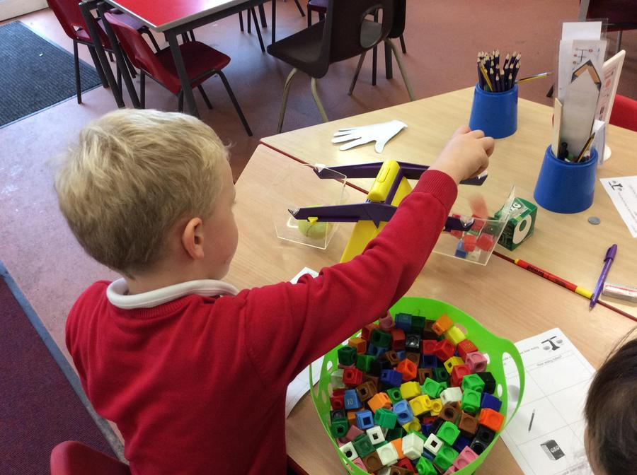 Measuring on the balance scales