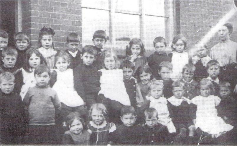 Schoolchildren at Woolmer Green school early 1900s