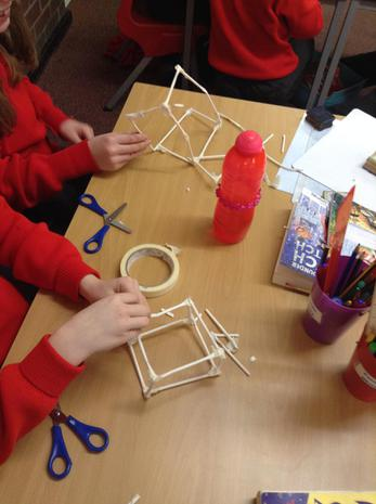 Building and strengthening structures in DT