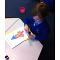 I can match 2D shapes to make a picture.