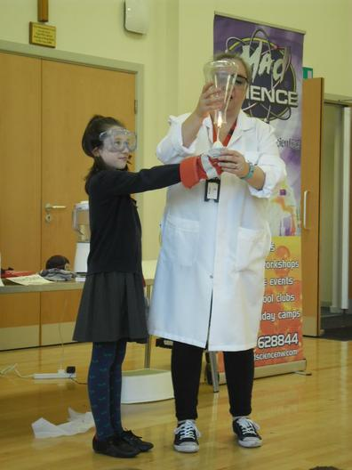 """Mad Science"" visitor doing an Assembly"