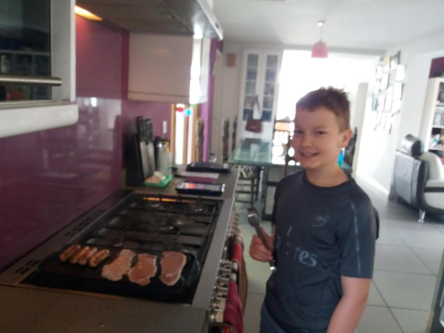Corey cooks American breakfast for all his family