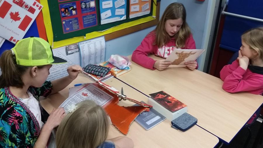 Year 6 reading to Year 3