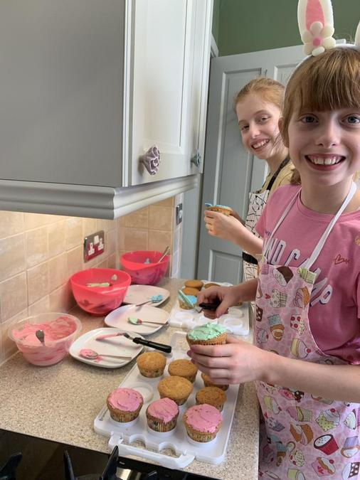 Bubble and Squeak creating cupcakes