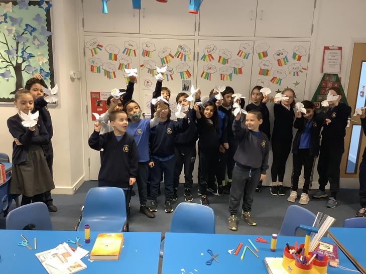We made 3D doves and thought about what brings us internal and external peace.