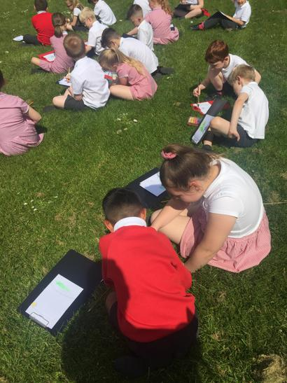 Year 3 sketching outside