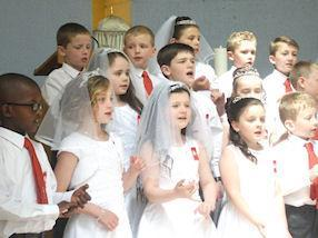 The children singing 'Take, eat, this is his body'