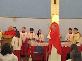 Fr Gilsenan shares the Gospel.