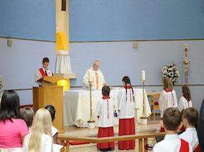 The Year 3 Holy Communicants led the readings.