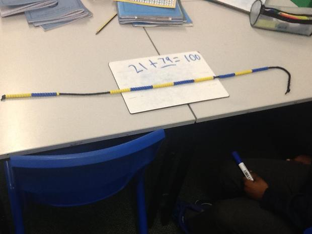 a bead string to calculate number bonds to 100