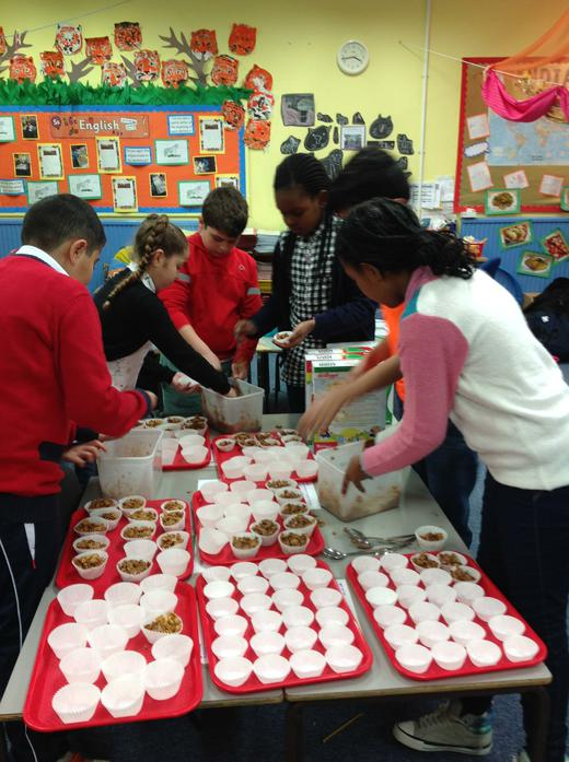 Minnie Vinnies prepare their Chocolate Crunchies