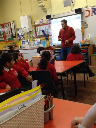 Iolo Williams and Cardiff Library in Y4
