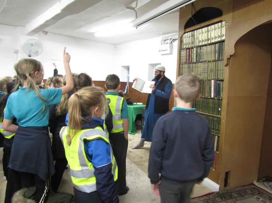 The children enjoyed the tour around the mosque.