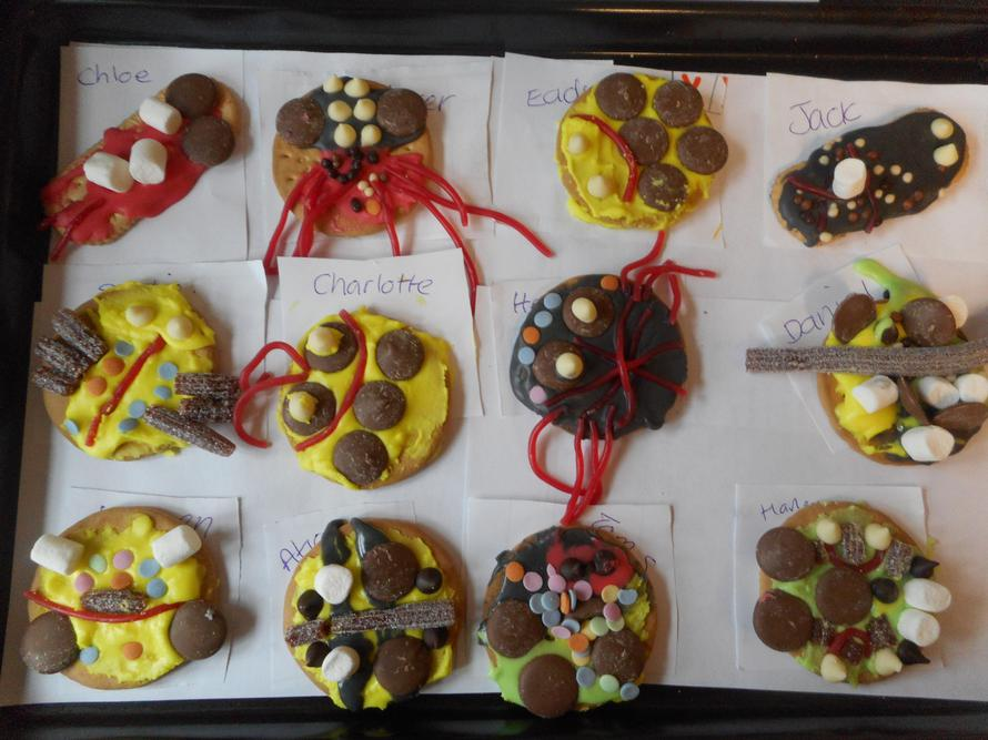 Decorating bug biscuits on BUG WOW DAY!