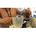 Testing what happens adding vinegar to bicarbonate of soda