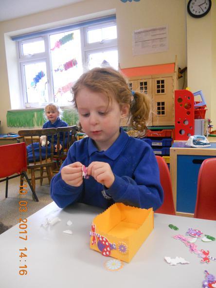 Pre-school making baskets