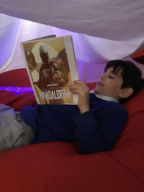 Kye's reading Den