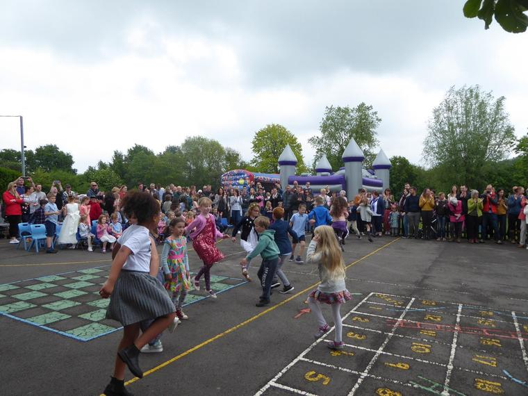 Country dancing at the Fayre