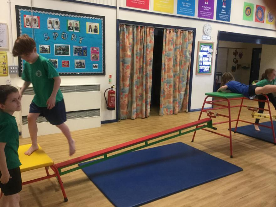 Y3 - Gymnastics shapes and balances