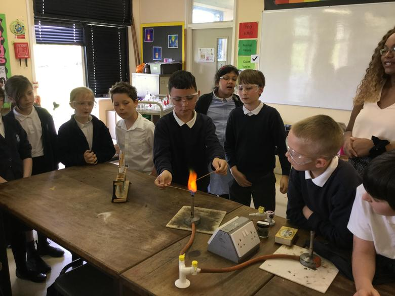 Yr 5 Visit the Abbey School for a Science Workshop