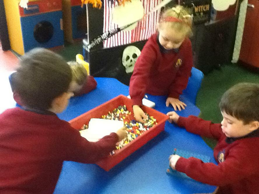 Using peg boards to make patterns of 3