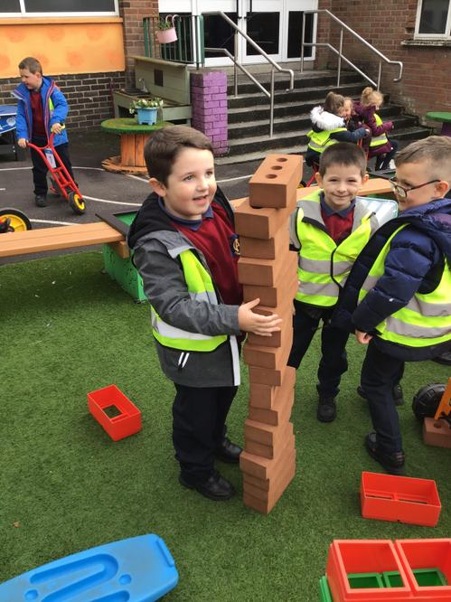 Exploring 'tallest and shortest' using blocks