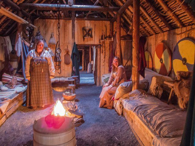Write about the different parts of the inside of a Viking house that you can identify.
