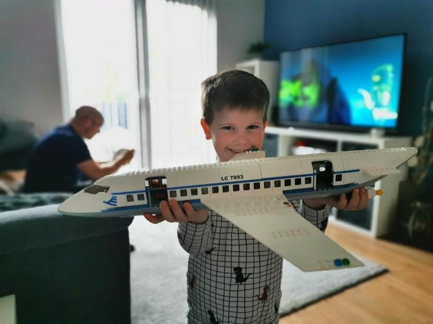 Wow, fantastic lego model!