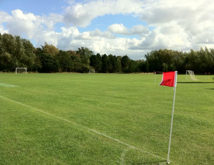 Field - 4x football pitches / 200m track