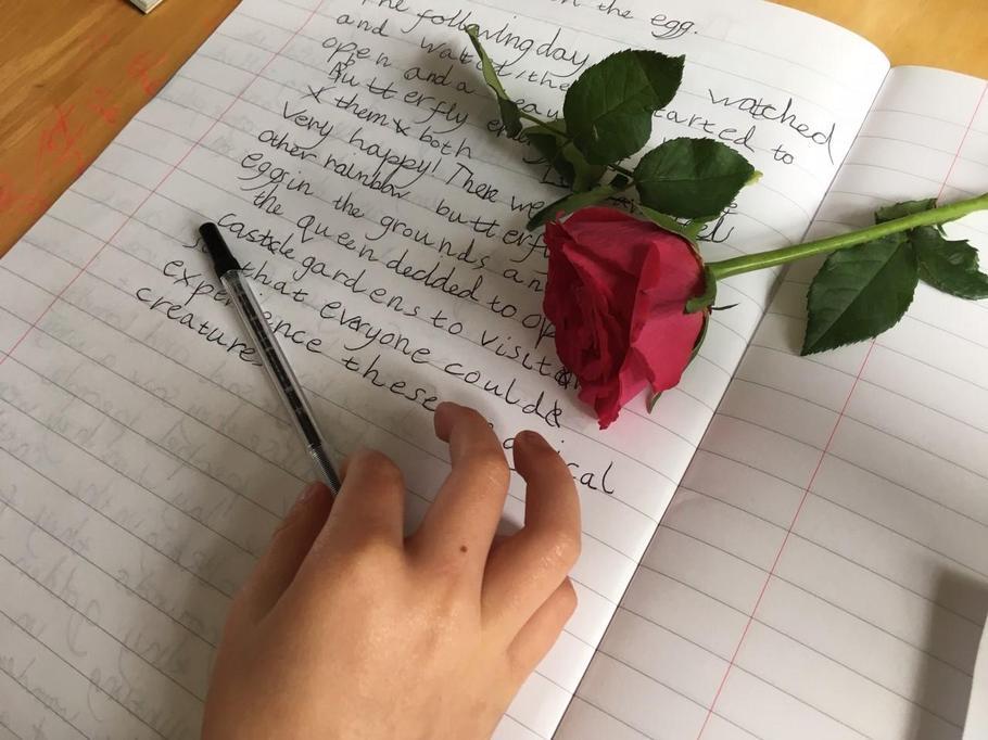 Freya D editing her story